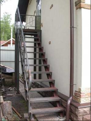 Дачные металлические лестницы под заказ в Днепре (Днепропетровске) на дачу
