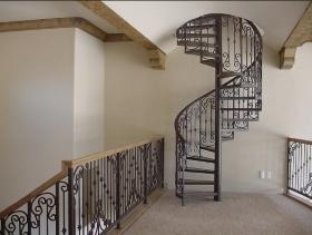 Кованные металлические лестницы на заказ (с кованными элементами) в Днепре (Днепропетровске)
