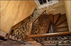 Металлические лестницы на второй этаж на заказ по Вашим эскизам и дизайну в Днепре (Днепропетровске)