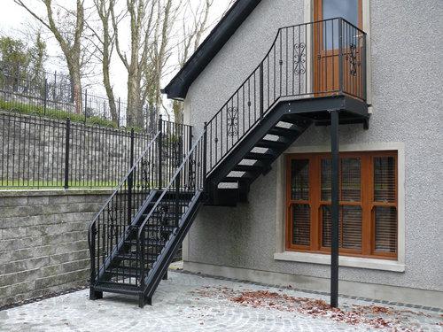Лестница на мансарду с улицы своими руками