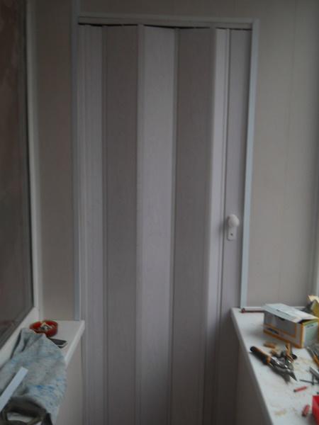 Складывающиеся двери-гармошка для шкафа на балкон днепропетр.