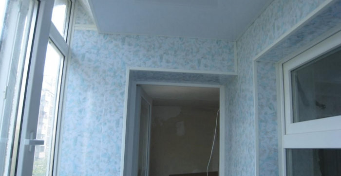 Внутреняя отделка балкона безшовным пластиком  Днепропетровск