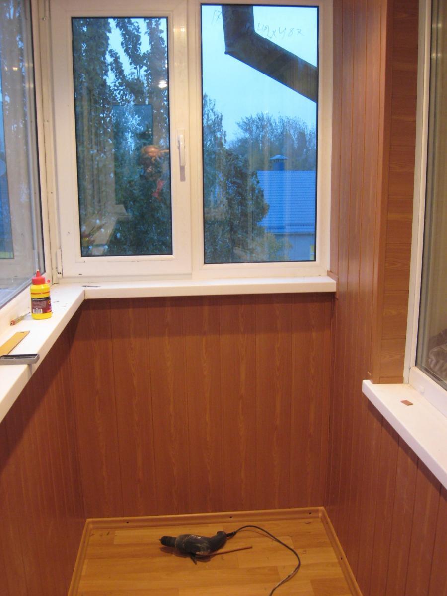 Остекление балконов лоджий с крышей. цены. узнать стоимость .