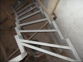Заказать металлокаркас лестницы для обшивки деревом, под отделку плиткой в Днепре (Днепропетровске)